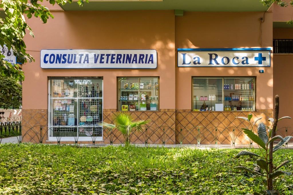 Exterior Clínica Veterinaria La Roca